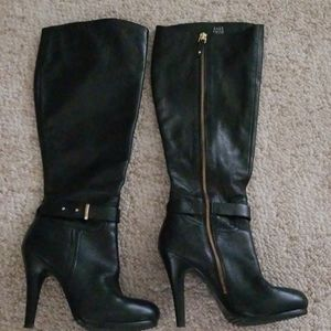 Like new Saks Fifth Avenue boots size 7